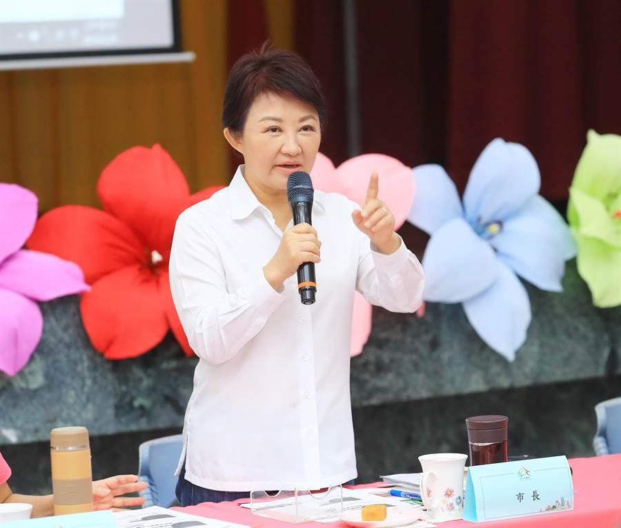 台中市長盧秀燕在市政會議指示建設局,盡速推動浮圳路拓寬工程復工。(王文吉攝)