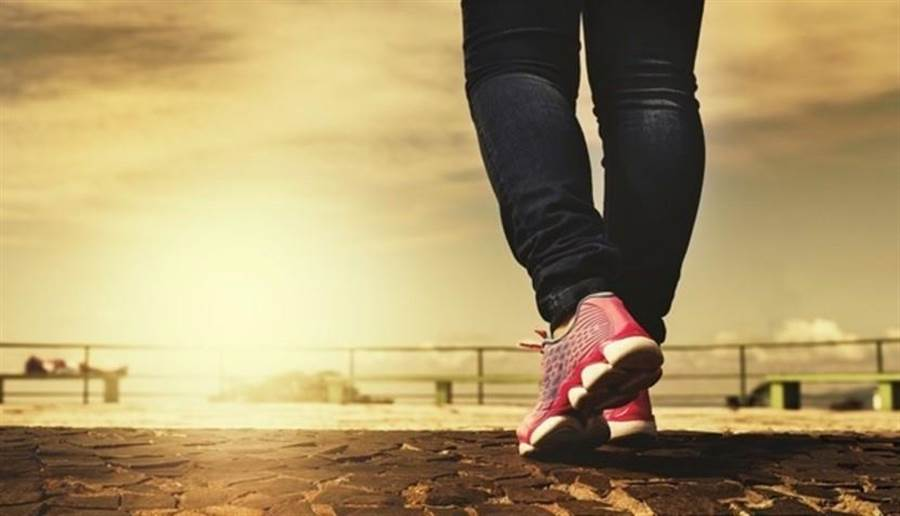 訂定實際的目標,選擇自己喜愛並適合的運動,是50歲後減重成功的關鍵。圖片來源:pixabay