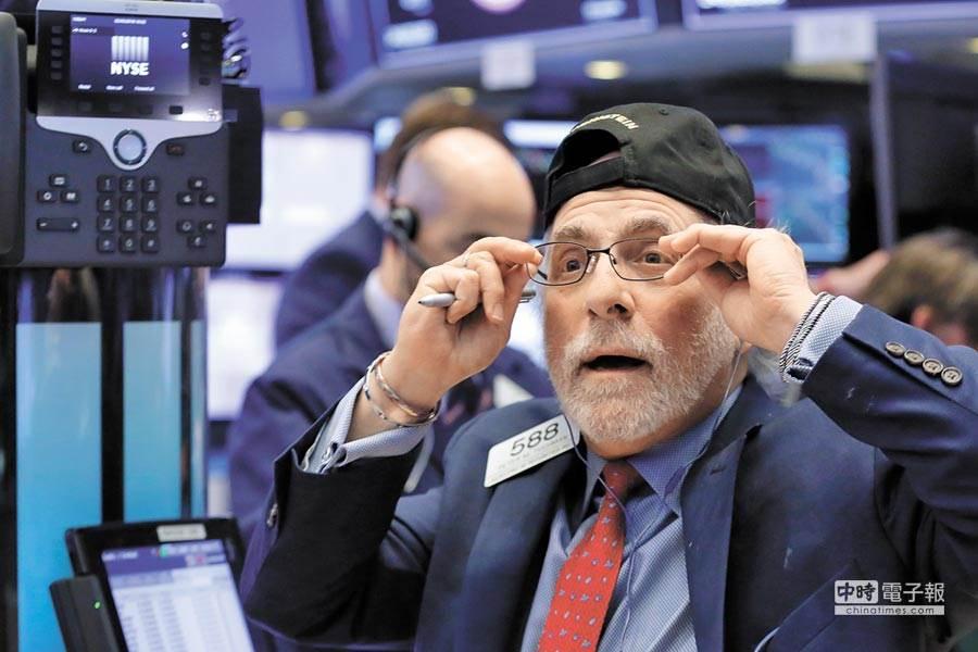 美國經濟衰退訊號不斷閃燈,消費者也因此縮手,美股恐出現大幅修正。(圖/美聯社)
