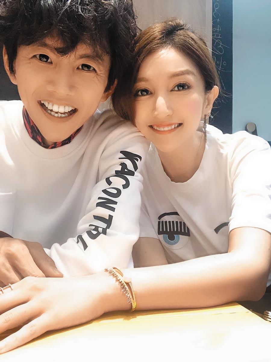 阿翔(左)發生外遇後,選擇回到老婆Grace身邊。(取材自臉書)