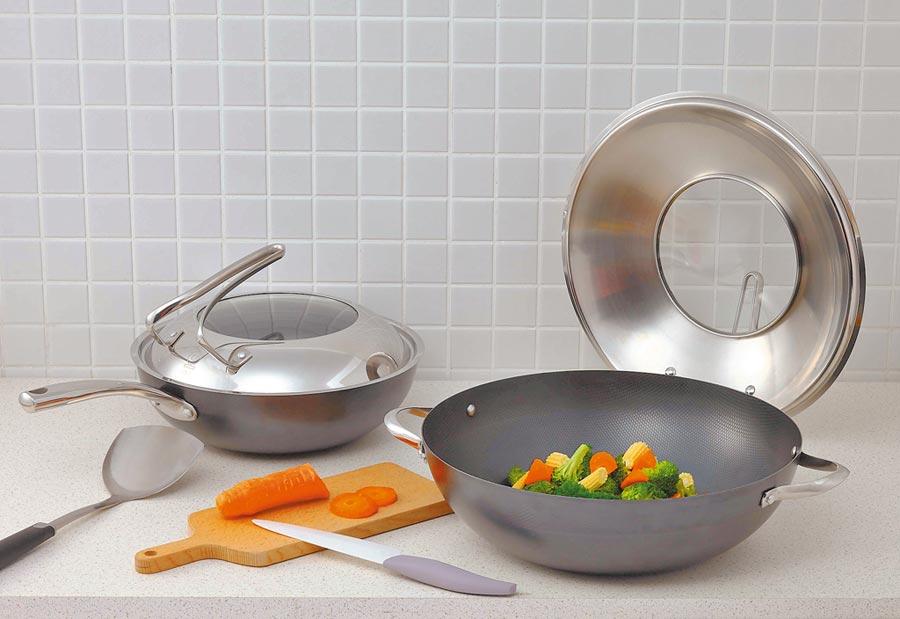 HOLA MASTER大廚鐵炒鍋,原價2980元起,特價1490元起。(HOLA提供)
