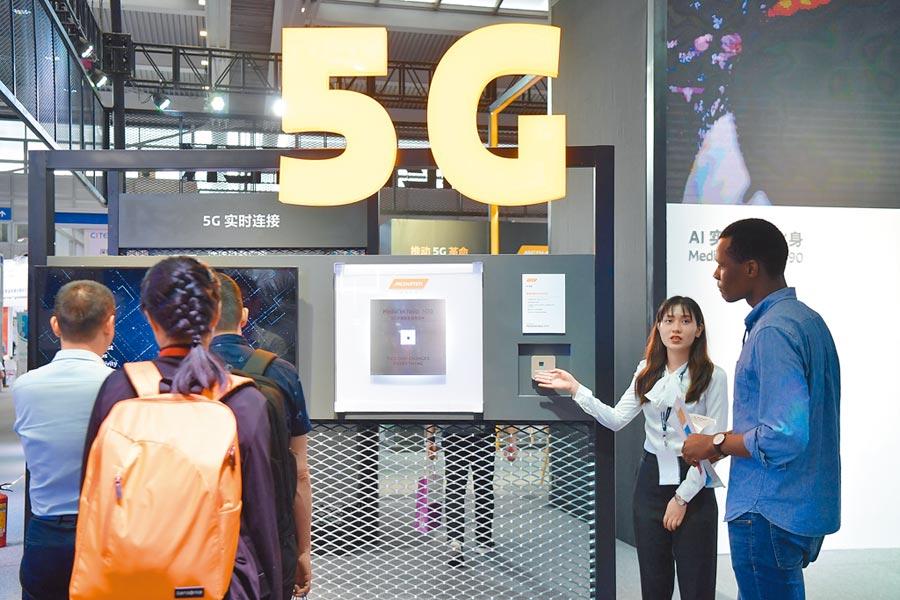 深圳電子業發展迅速。圖為4月9日,第7屆中國電子信息博覽會在深圳舉行。(中新社)