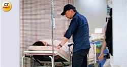 直擊五月天石頭 急診室深情護妻兩小時