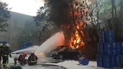 二甲苯槽車擦撞工廠自燃 大火持續延燒