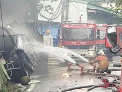 更》二甲苯槽車擦撞工廠自燃 火燒3小時後撲滅
