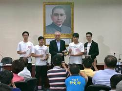 世界盃機器人大賽奪冠 吳敦義表揚王欣儀之子