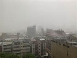 大雷雨轟炸天龍國 網驚問:淹水了嗎?