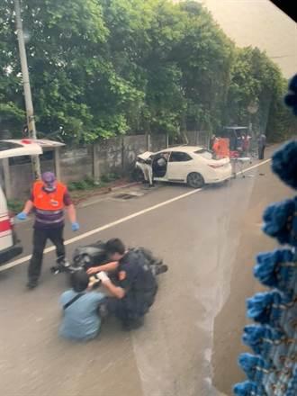 男子駕車恍神衝對向車道 擦撞機車再撞牆