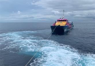綠島接駁船失去動力 300客在海上飄呀飄!