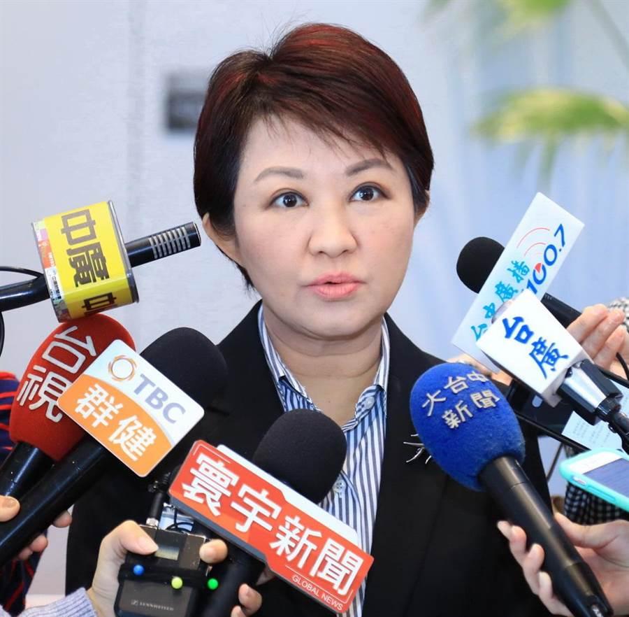 台中市長盧秀燕現在造型為一頭俐落短髮,展現女性首長執行力與親和力的形象。(盧金足攝)