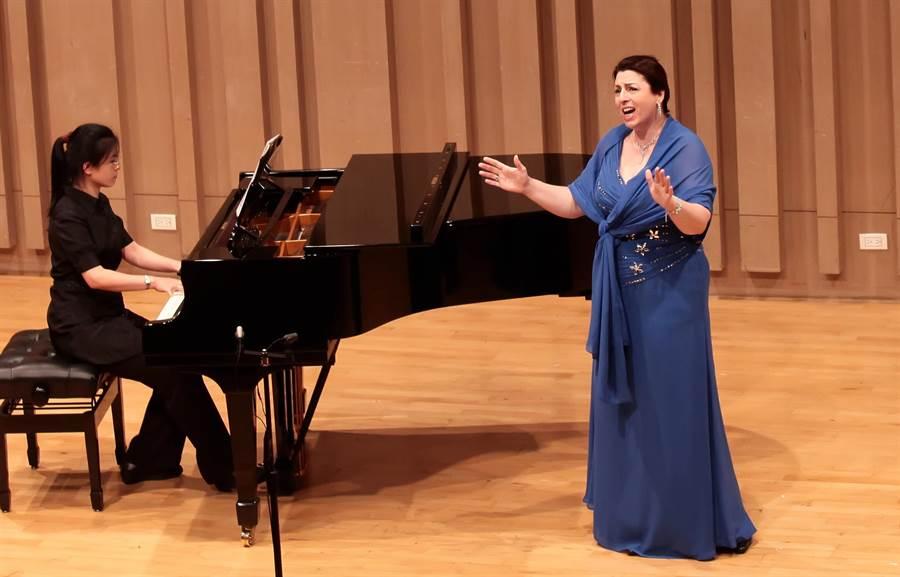 為傳承古典音樂和傳統音樂,典傳獎不只舉辦比賽,同時也為得獎者安排演出機會。(典傳獎提供)