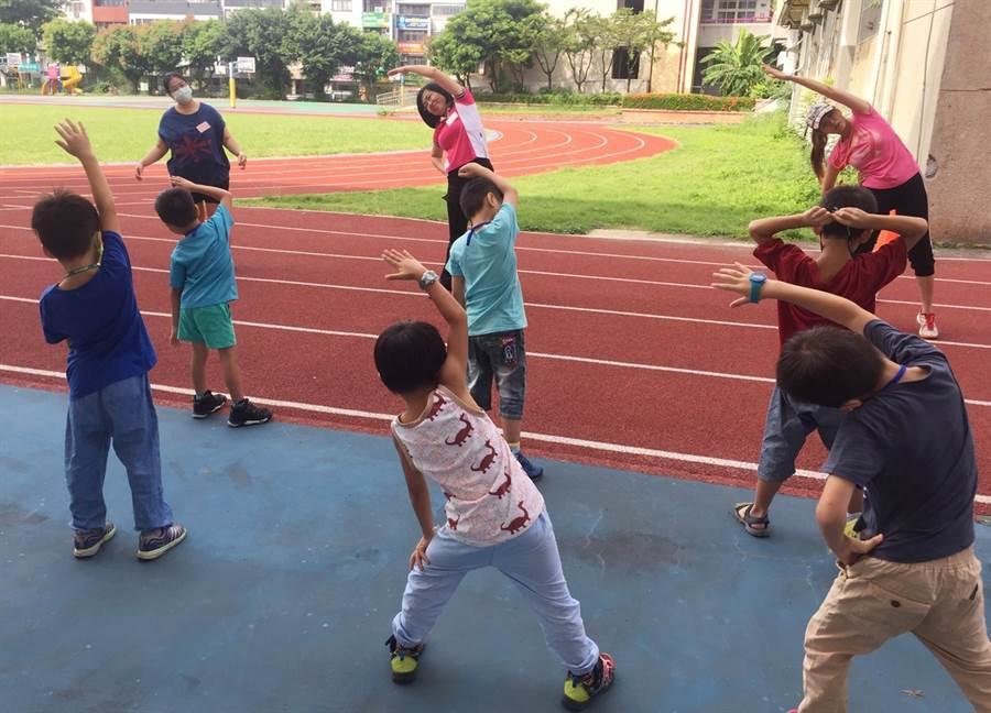 台中市政府教育局從7月底分區舉辦7場次「108學年度國小一年級特殊教育學生入學體驗營」,讓學生提前學習適應新生活。(陳世宗翻攝)