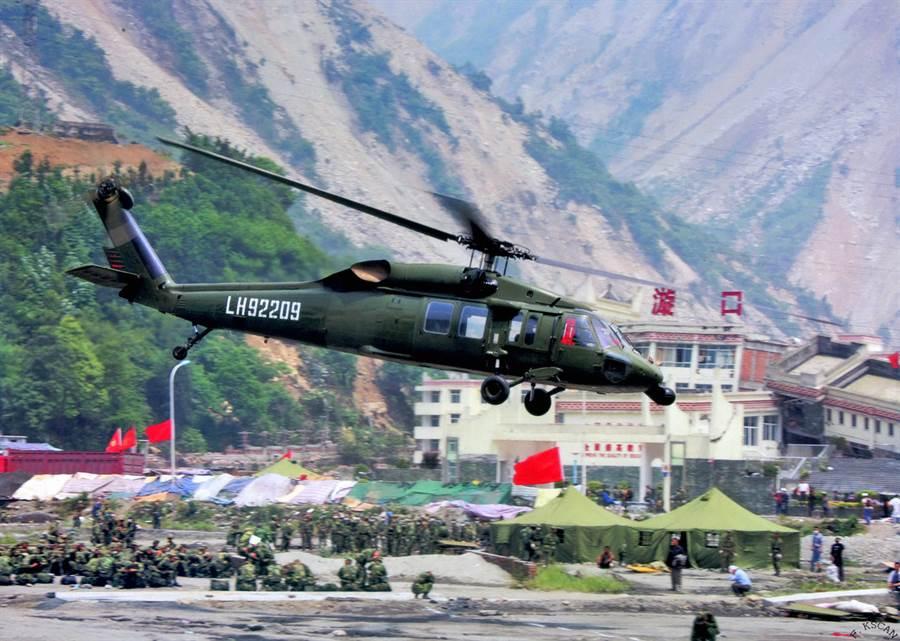 大陸在1980年代購入24架S-70C,至今還有20架持續服役,主要做為高原運輸任務。(圖/新華網)
