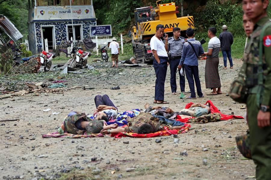 緬甸北部發生少數民族游擊隊向政府軍發動攻擊,連帶波及到許多平民。(圖/美聯社)