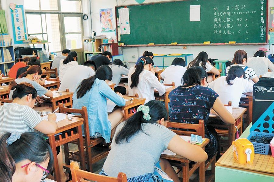 桃園市近3年已透過教甄增聘822名國小老師。(蔡依珍攝)