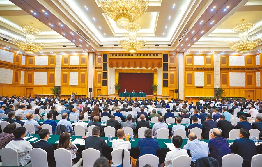 8月7日,大陸港澳辦和駐香港聯絡辦公室,在深圳召開香港局勢座談會。(中新社)