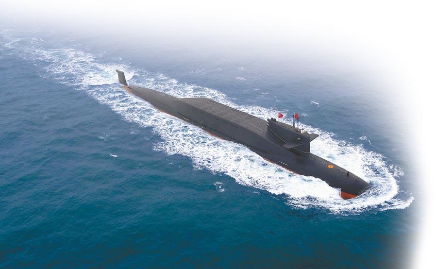 4月23日,解放軍海軍70周年海上閱艦在青島舉行,某新型核潛艇亮相。(新華社)