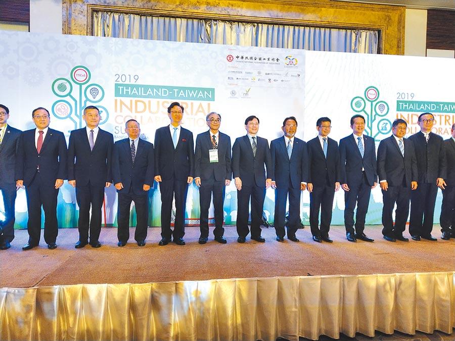 台泰企業代表20日在曼谷簽署合作備忘錄,台泰官員出席見證。(記者宋秉忠攝)