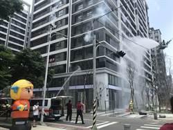 新竹縣消防局住宅救災 用緩降機救援受困者