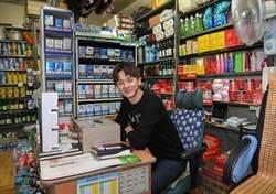 張軒睿韓國老雜貨店當一日店長 自曝房間「小得跟柑仔店一樣」