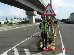 易肇事路段出動人型警察立牌站崗 歸仁警防堵交通事故有妙招