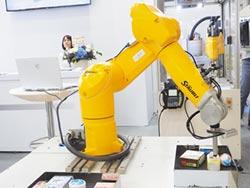 史陶比尔新款机器人 登台亮相