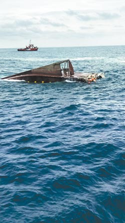 疑貨輪撞沉漁船 6獲救船長重傷