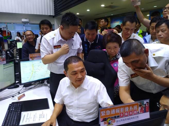 新北市長侯友宜上午出席消防局活動。(王揚傑翻攝)