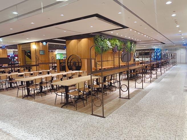 台北101 B1美食街改裝後更為簡約時尚,增設100個立食用餐位置。(台北101提供)