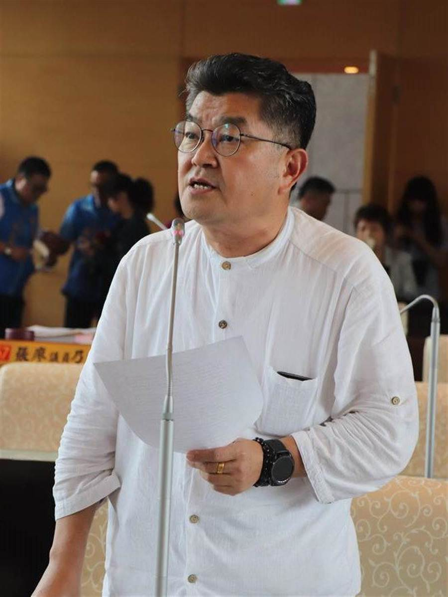 國民黨在台中市立委第六選區提名資深議員李中出馬。(陳淑芬翻攝)