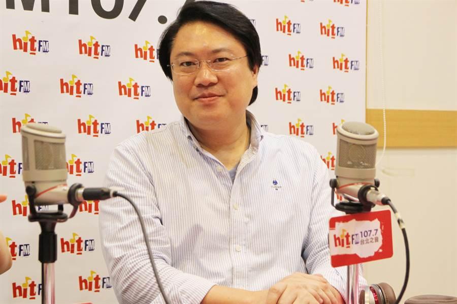 韓國瑜稱遭國家機器監控,基隆市長林右昌今接受電台專訪說,蔡總統和民進黨都不會做這種事。(電台提供)