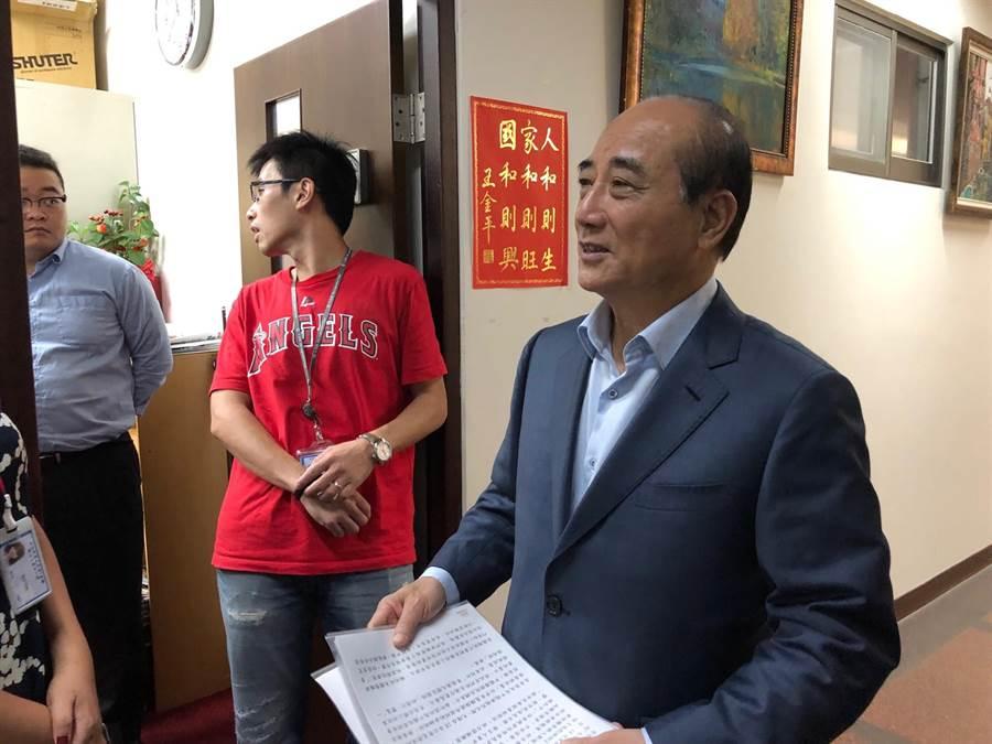 前立法院長王金平上午在鎮江會館接待賓客。