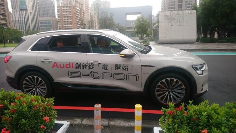 奧迪汽車第一台量產的全電動車SUV「Audi E-tron」。(陳世宗翻攝)
