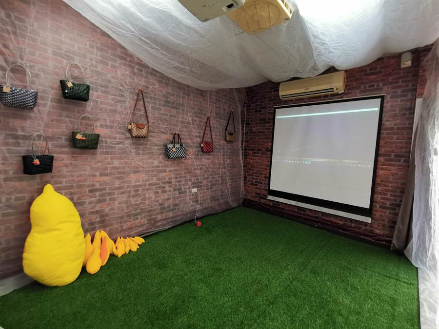 台南市山上區區公所號召8名大學生返鄉,利用舊公所會議室的閒置空間,打造出「山上願景館」,透過平面、影像的方式,呈現這山上區兩年來的社造成果。(劉秀芬攝)