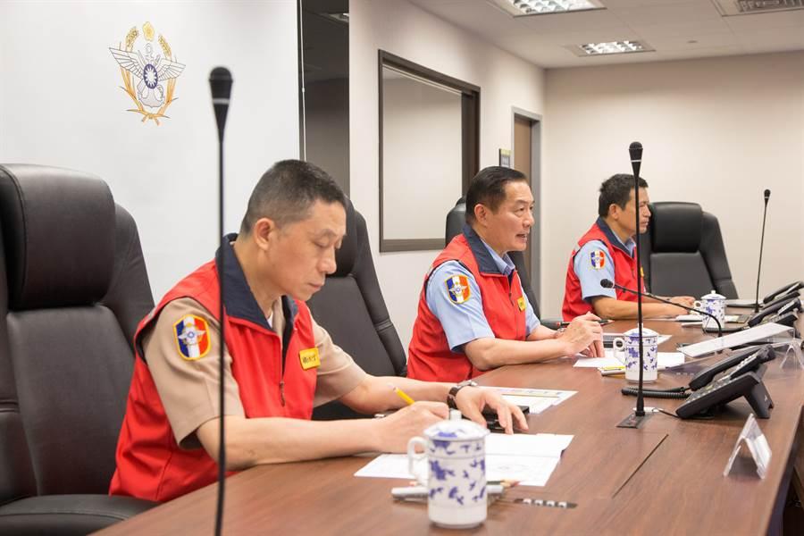 參謀總長沈一鳴上將主持救災整備會議,下令國軍完成整備。(國防部提供)
