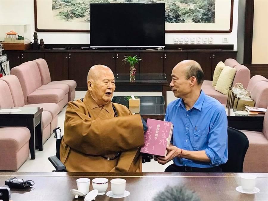 星雲法師92歲壽誕,韓國瑜前往致意。(圖/翻攝韓國瑜臉書)
