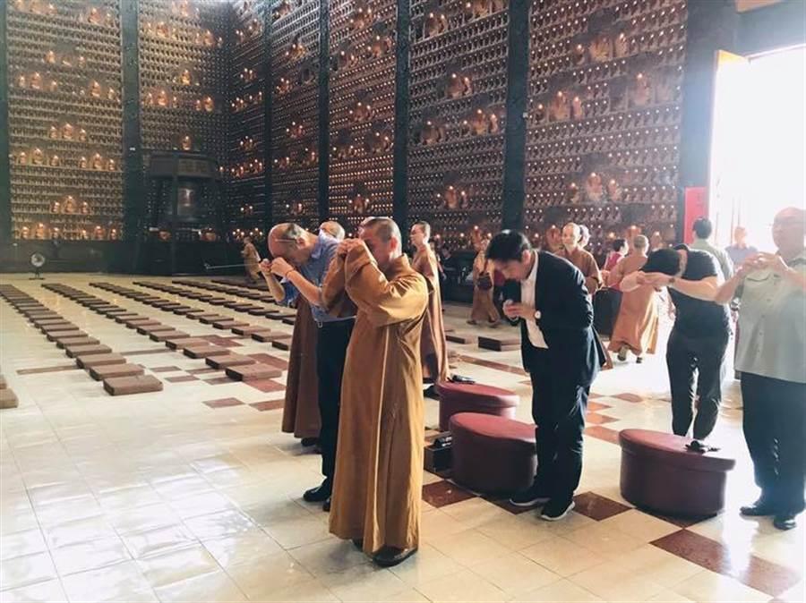 響應佛教孝道月,高雄佛光山22日中午舉辦「供僧法會」。(圖/翻攝自韓國瑜臉書)