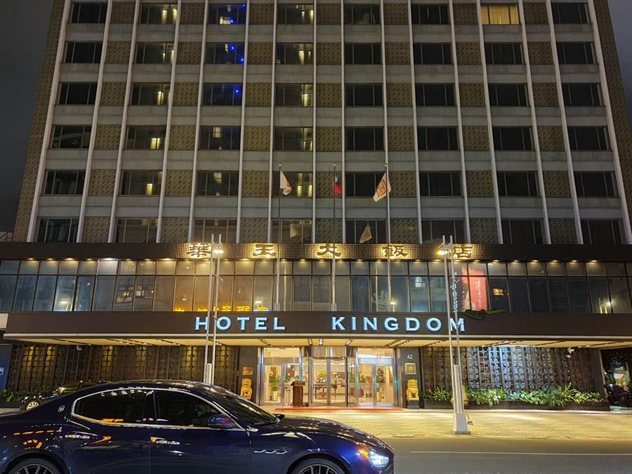 華王大飯店22日驚傳營運不善,11月將吹熄燈號。(袁庭堯攝)