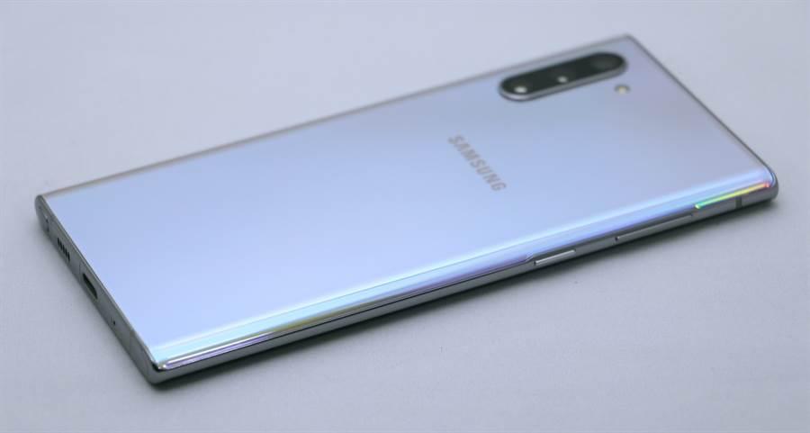 Galaxy Note 10 細部機身(左側)。(圖/黃慧雯攝)