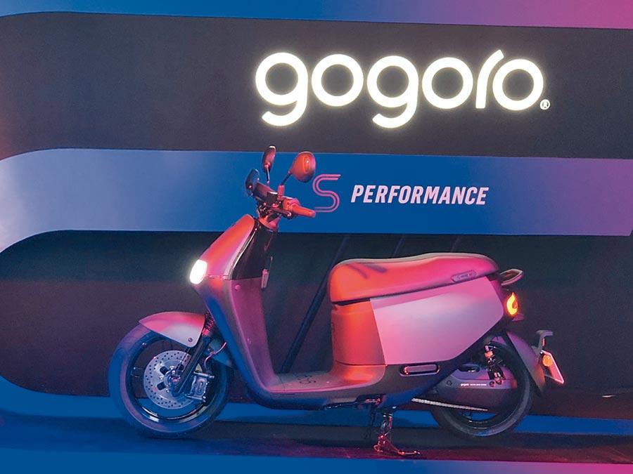 台灣電動機車市場進入戰國時代,面對新對手陸續加入,Gogoro於21日發表首款搭載ABS系統的電動機車S2 ABS,鞏固高階電動機車銷售市占優勢。圖/陳信榮