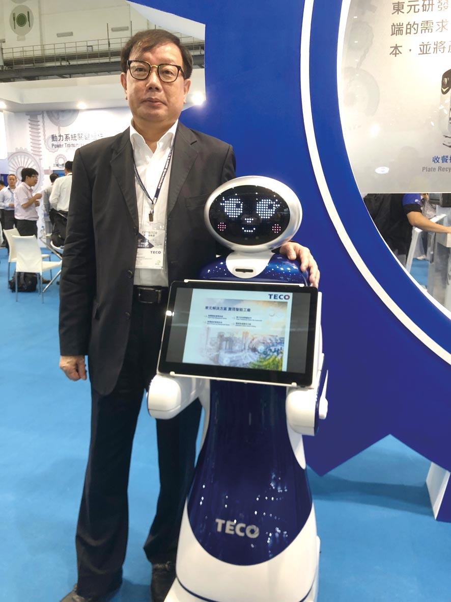 東元電機新開發導覽機器人,21日在台北國際自動化工業展首度曝光,圖為負責全案的東元協理林勝泉。圖文/沈美幸