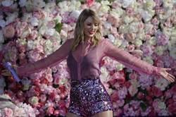泰勒絲第七張專輯駕到 新歌再藏近年情史