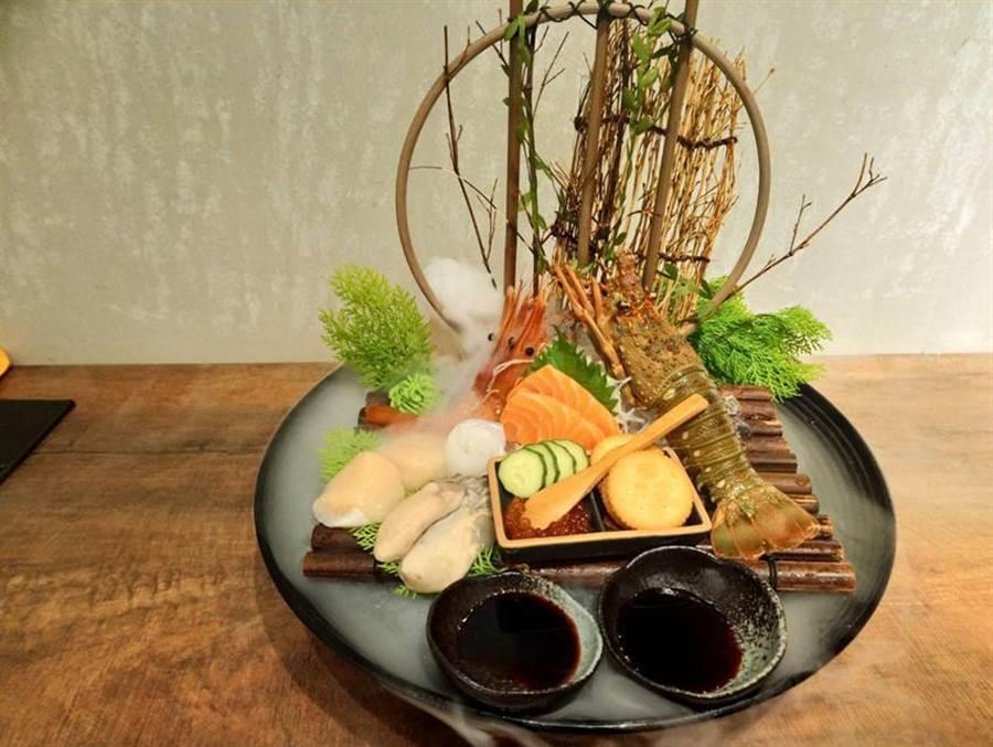 宮鶴強調使用的都是頂級食材,包括日本生食級干貝、挪威空運鮭魚、牡丹蝦等等。(圖:曾麗芳)
