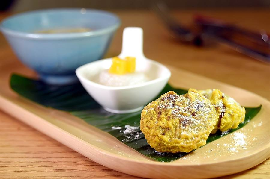 台北君悅〈凱菲屋〉自助餐廳舉辦馬來西亞美食節期間,亦可以嘗到諸如〈綠豆餅〉、〈香蕉西米露〉等南洋甜點,且一律吃到飽。(圖/姚舜)