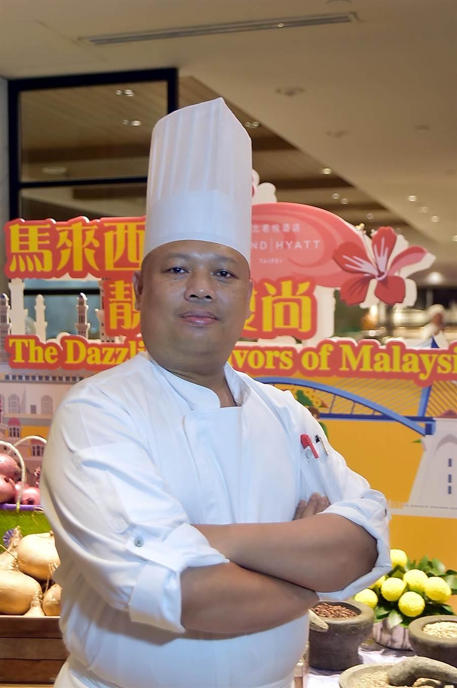吉隆坡君悅酒店館內著名馬來西亞料理餐廳〈JP teres〉副主廚Mohamad Nazib Bin Omar帶隊客座台北君悅〈凱菲屋〉,共 準備了近40道馬國特色風味美餚讓客人吃到飽。(圖/姚舜)