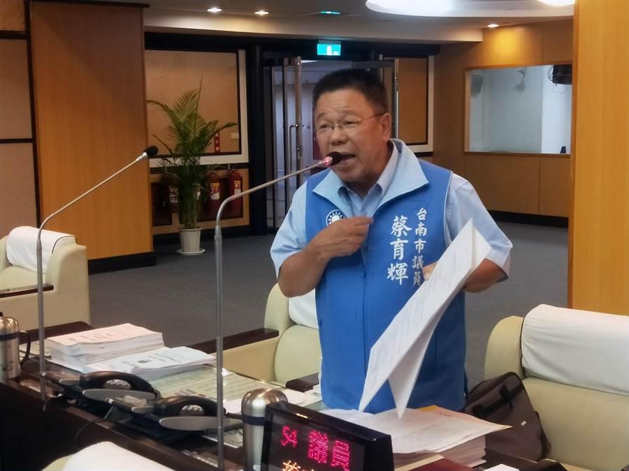 國民黨南市議員蔡育輝要求市府應行政中立。(洪榮志攝)