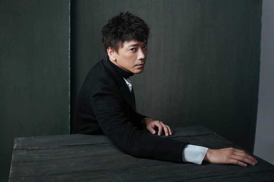 信將於10月19日在台北松菸一號倉庫舉辦「為你著魔」新歌演唱會。(The One雜誌提供)