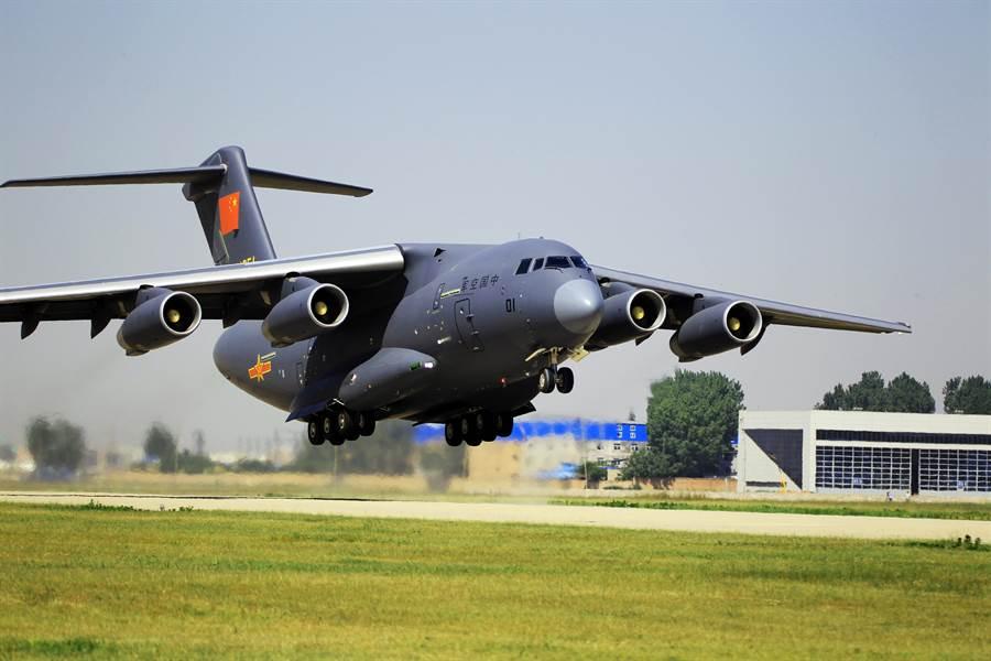 大陸號稱為跨時代爭氣機的運-20大型運輸機是極為重要的戰略裝備。(圖/新華社)