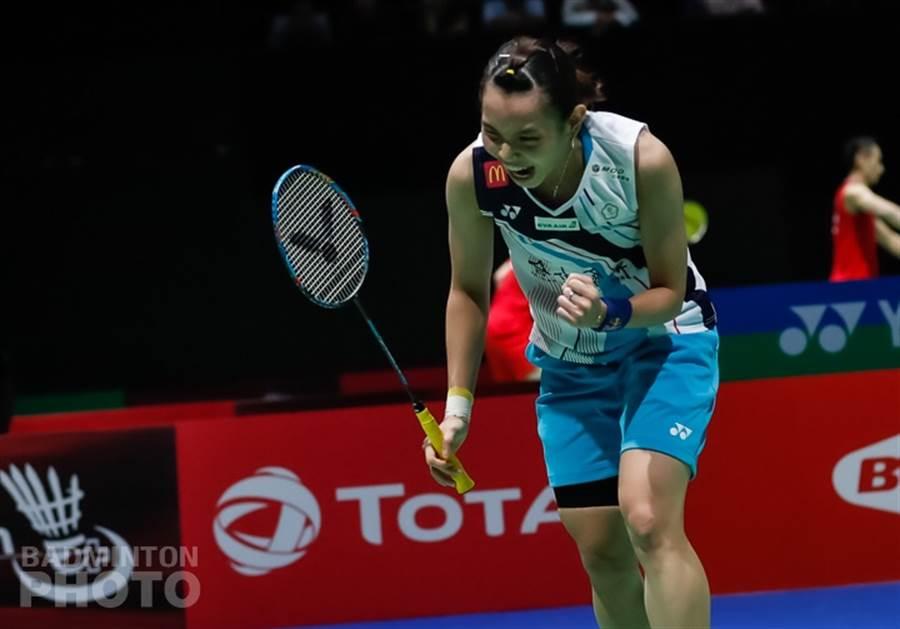 戴資穎對金佳恩拿下關鍵分後,罕見的握拳狂吼,展現氣勢。(badminton photo提供)