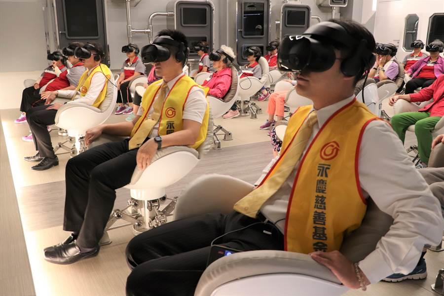 即日起至9/19在高雄VR體感劇院播映《主播愛你唷》、《自游》虛擬實境電影,鼓勵銀髮族勇於嘗試新科技。